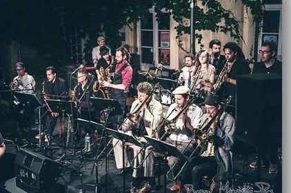Le Nancy Ska Jazz Orchestra est un Big Band de 16 musiciens qui explore le style skajazz