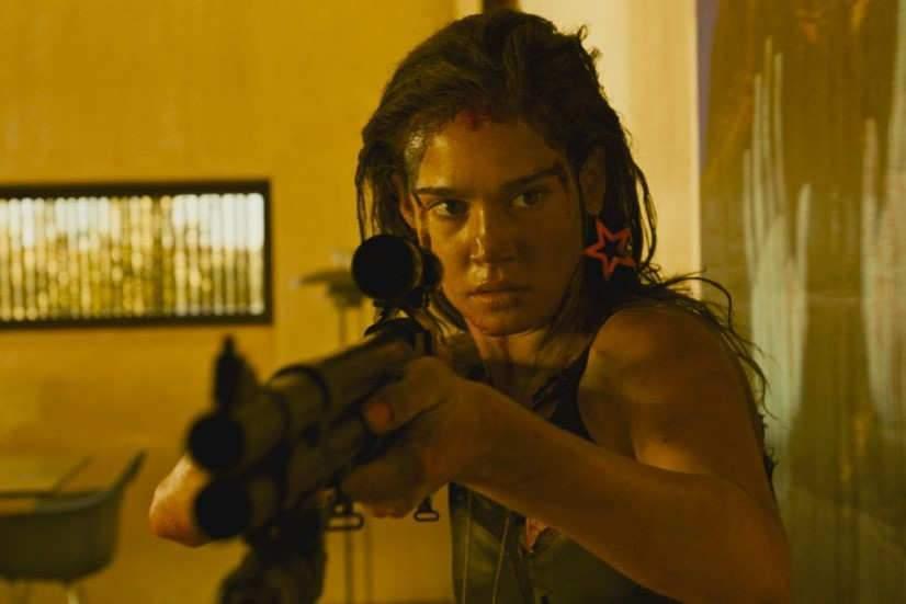 """Venue jusque dans les Vosges, la douce actrice américaine Matilda Lutz se transforme en guerrière dans """"Revenge""""."""