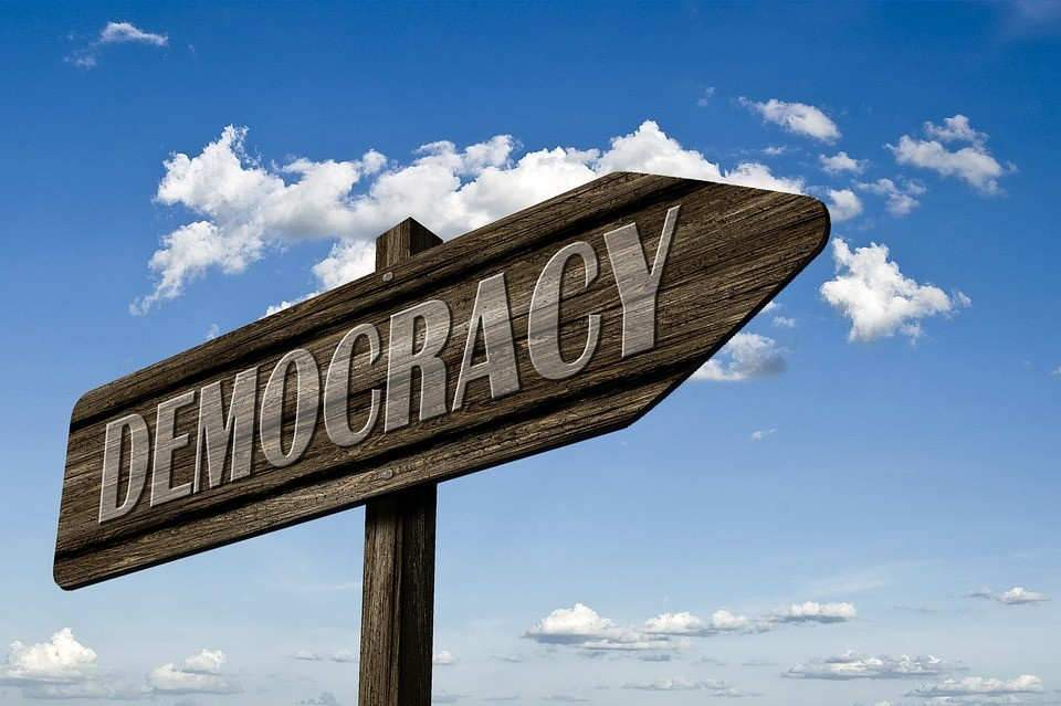 La démocratie? C'est par là-bas... (CC0 Creative Commons)