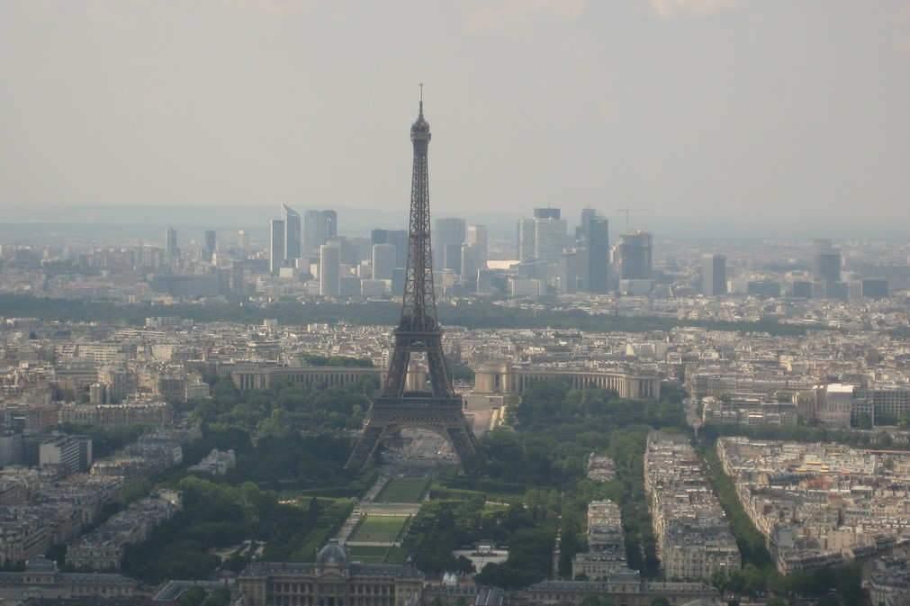 Paris, quartier d'affaires de la Défense (Photo credit: Guillaume Cattiaux on VisualHunt /CC BY-SA)