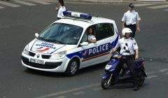 Policiers sur le qui-vive avant une manifestation (juin 2008). Roman Bonnefoy/Wikimedia, CC BY-SA