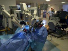 Un système chirurgical Da Vinci au centre de traitement d'Addenbrooke (Angleterre) pendant le Cambridge Science Festival 2015. Wikimedia Commons, CC BY