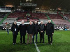 La tribune sud du stade Saint-Symphorien bientôt rénovée. Visite des personnalités sur les lieux (photo RGE)
