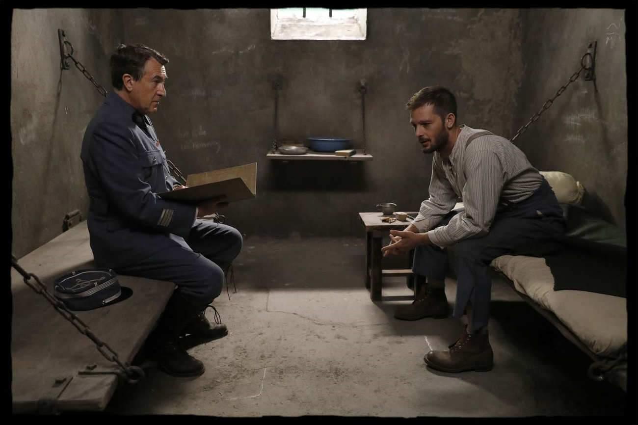 François Cluzet et Nicolas Duvauchelle, le bourgeois et le soldat, dans un face-à-face tendu en cellule. © Alain Guizard / ICE 3.