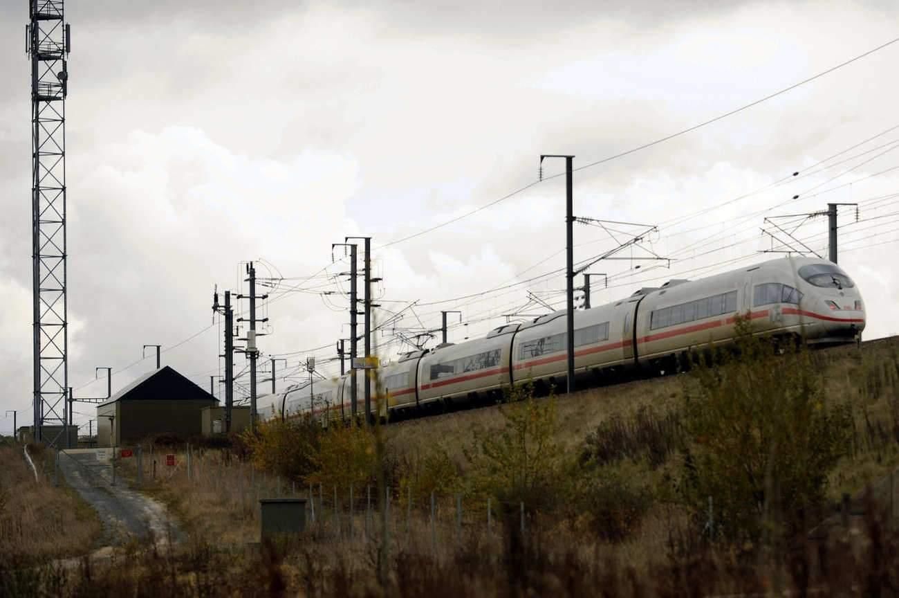C'est ici, à Dhuisy (77), que fut suspendu l'un des quatre crochets sur la ligne TGV-Est. (DR)