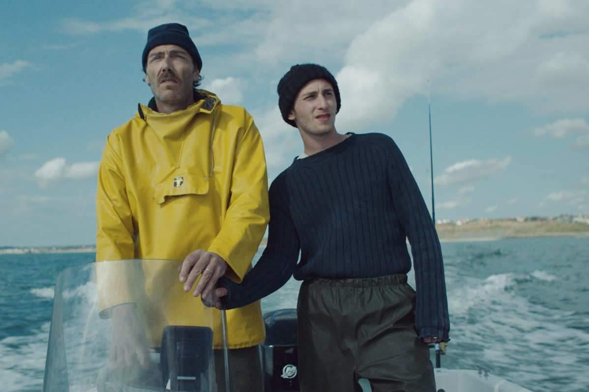 Philippe Rebbot, ici avec Kacey Mottet Klein, joue un chômeur qui veut se reconvertir en pêcheur.