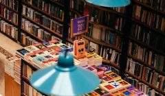 Les grands succès de librairie ont-ils des points communs ? Adolfo Felix/Unsplash
