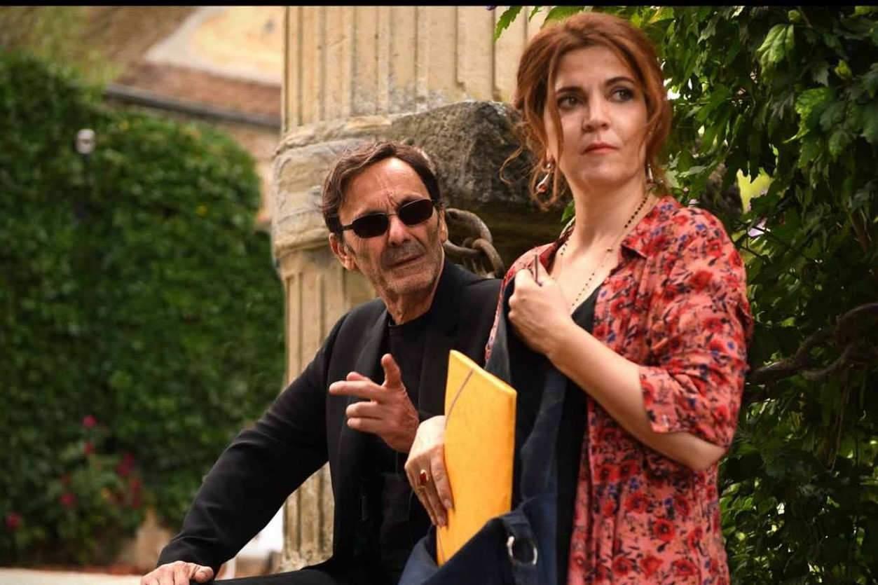 Jean-Pierre Bacri incarne un animateur télé égocentrique et Agnès Jaoui son ex-épouse, éternelle militante