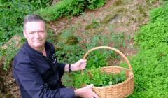 Grâce à la réalité augmentée, le lecteur peut partager la passion du chef pour les plantes sauvages. YouTube