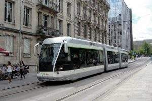 Le tram de Nancy, une vieille guimbarde qui coûte cher aux nancéiens (Photo credit: Rob Dammers on Visualhunt / CC BY)
