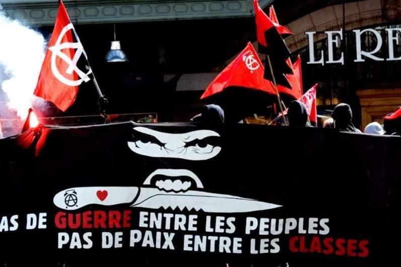 Manif des black bloc à Lausanne, le 1er mai 2008 (wikipedia)