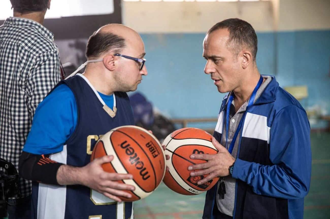 Le coach est interprété par l'acteur Javier Gutiérrez (à gauche), ici face à Jesus Vidal.