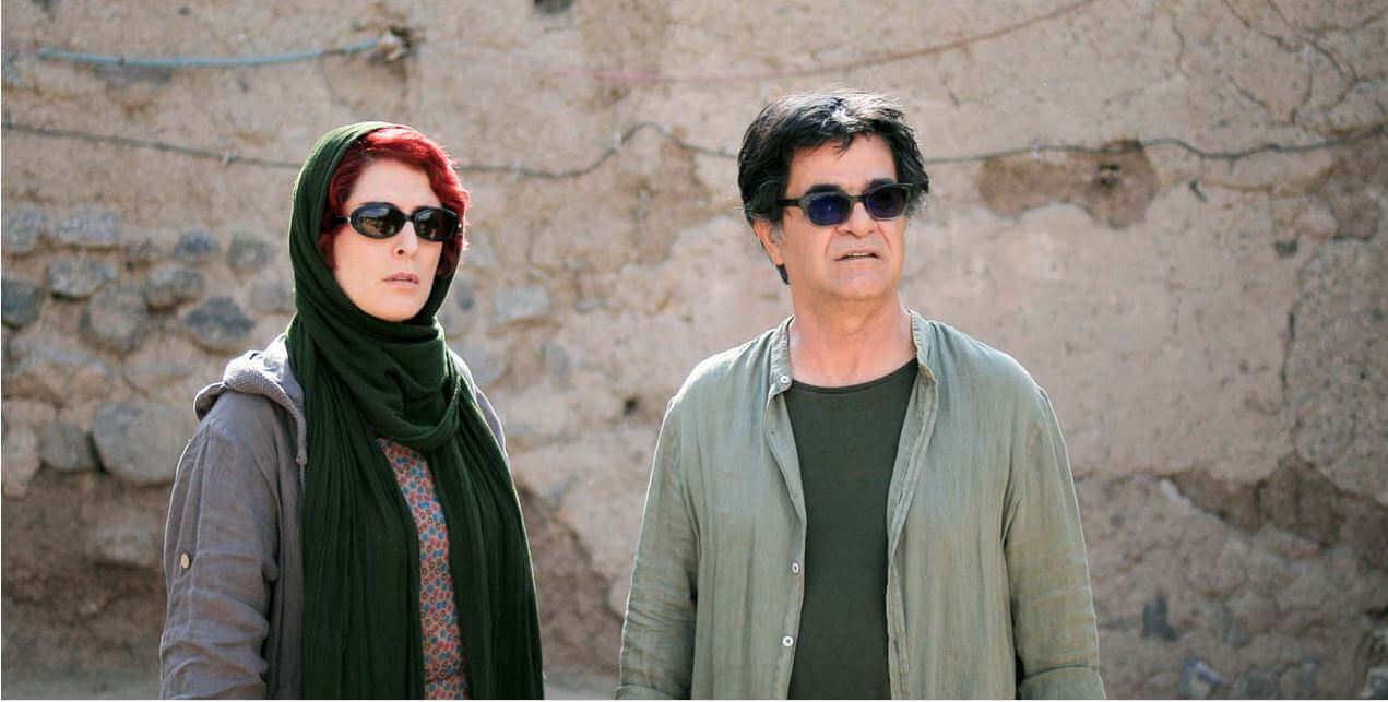 """L'actrice Behnaz Jafari et le cinéaste Jafar Panahi dans leur propre rôle : """"Monsieur ne peut pas aller à l'étranger""""."""