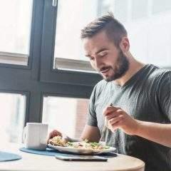 Manger (un peu) moins permettrait de vivre plus vieux et en meilleure santé