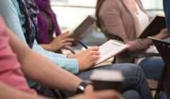Au-delà d'une nouvelle langue, les étudiants réfugiés doivent apprivoiser de nouveaux codes administratifs et académiques. Shutterstock.com