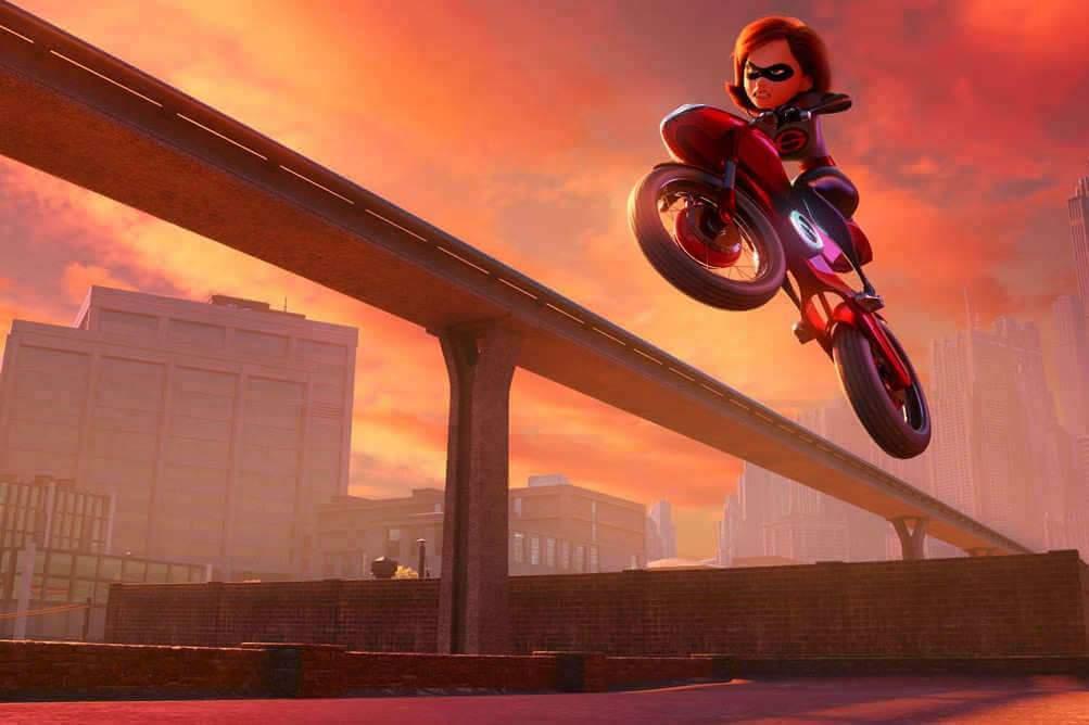 C'est désormais madame qui va sauver le monde sur sa super-moto...