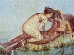 Une peinture de Pompéi. Ier siècle apr. J.-C. Couple en action, la femme a gardé son soutien-gorge. Stephanecompoint