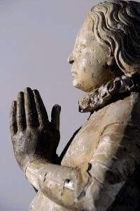 Statue de Jeanne d'Arc agenouillée en armure de l'ancienne chapelle du Bois-Chênu fondé par le grand doyen du chapitre de Toul Etienne HORDAL vers 1610. (DR)