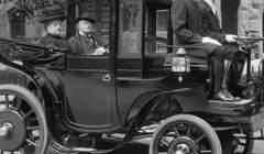 Rouler lentement pourrait être dangereux… Rhode Island George P. Wetmore, 1906. Library of Congress-Harris & Ewing, Inc/Wikimedia
