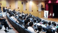 Désormais, les doctorants doivent aussi apprendre à vulgariser leurs recherches. (Ici à l'Education University of Hong-Kong) Lisa Jeanson, Author provided