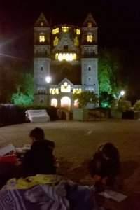 La nuit sur les pavés de la place de la Comédie à Metz (Photo Collectif mosellan de lutte contre la misère)