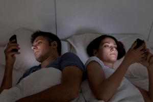 Non, les nuits de vos voisins ne sont pas forcément plus folles que les vôtres… Shutterstock