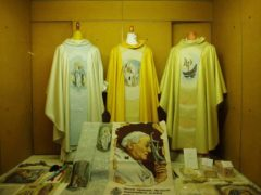 Chasubles pour les prêtres de l'église catholique (Photo credit: RG1033 on Visualhunt / CC BY-NC-SA)
