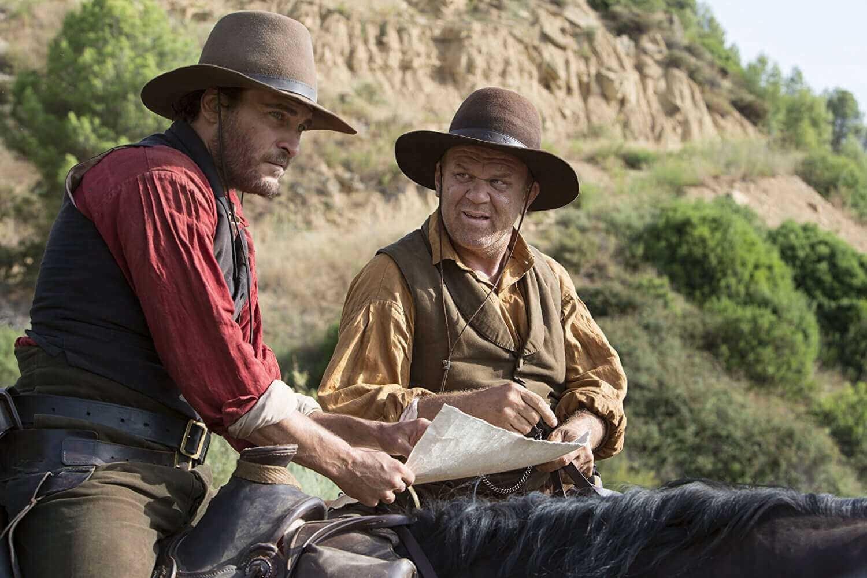 Les acteurs américains Joaquin Phoenix et John C. Reilly incarnent les deux frères Sisters, tueurs à gages qui travaillent en famille.