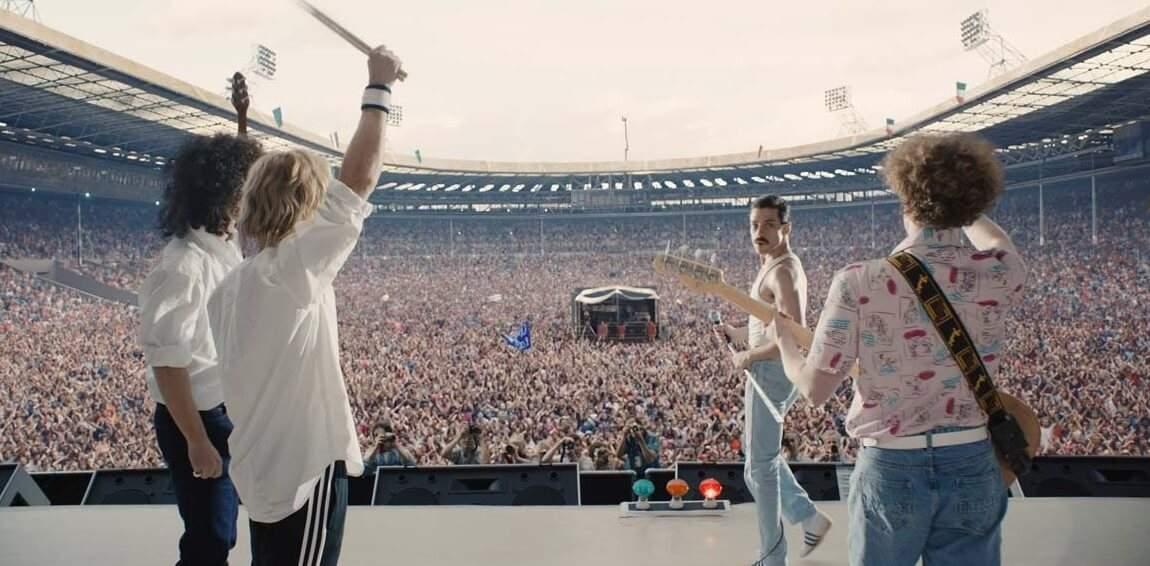 Une longue séquence du film reconstitue le formidable concert donné par Queen, lors du Live Aid à Londres, en juillet 1985.