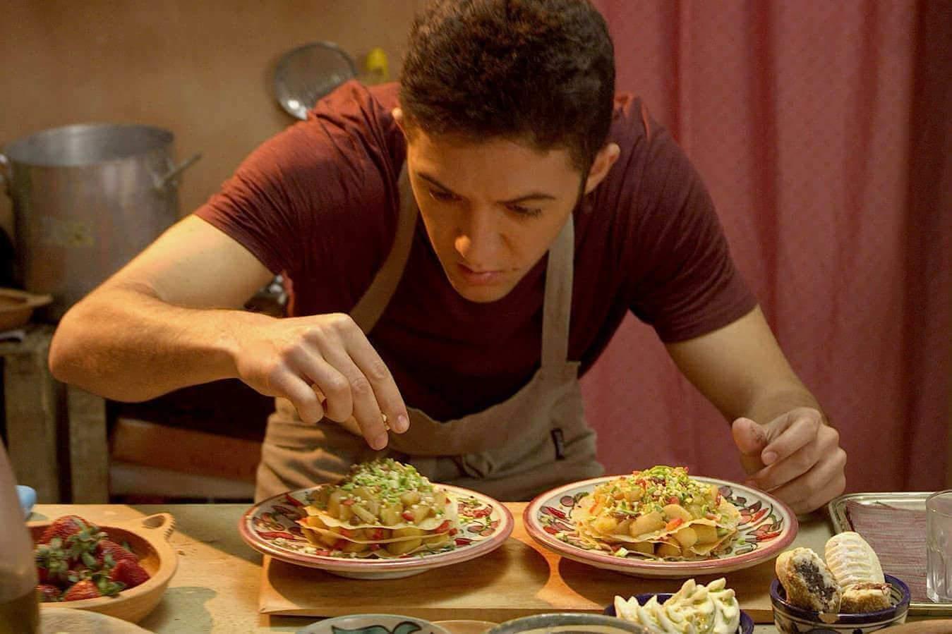 Dans son bled de la campagne marocaine, Elias ne pense qu'à une chose : faire de la grande cuisine.