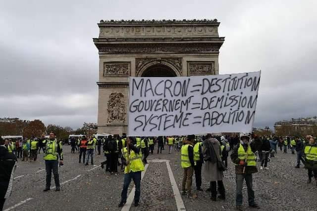 Gilets-jaunes-manif-paris-24-nov-18- (photo Madeleine Proust)