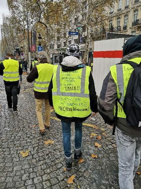 Gilets jaunes à la manif de Paris du 24 novembre 2018 (photo Madeleine Proust)