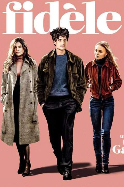 Deux femmes (jouées par Laetita Casta et Lily Rose-Depp) aiment le même homme (Louis Garrel) qui, lui, ne décide de rien.