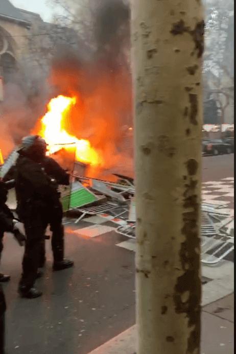 Gilets jaunes : des heurtes sur le boulevard Saint-Germain (capture Brut)