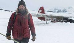 Rescapé du crash d'un avion, un homme seul tente de survivre dans un milieu hostile.