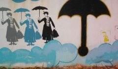 Et si Mary Poppins n'en pouvait plus? Les employées de maison vivent dans une grande précarité largement ignorée des discours publics. Street art, 2007. Manuel Faisco/Flicke, CC BY-NC-ND