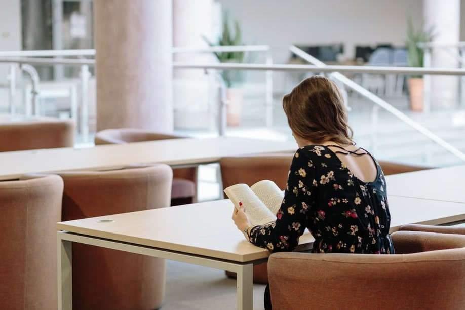 Le livre papier perd-il vraiment du terrain?