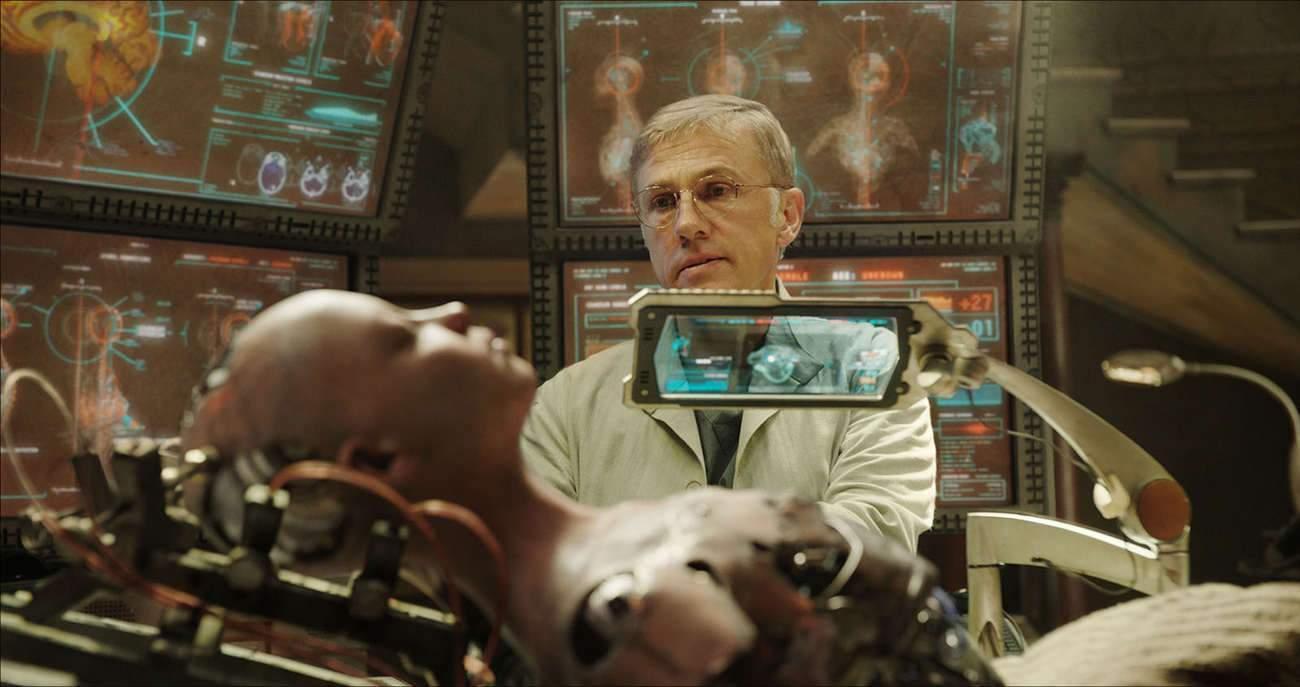 « J'ai vu mon personnage comme quelqu'un de ce monde dans lequel nous vivons », confie l'acteur Christoph Waltz, qui incarne le Dr Ido.