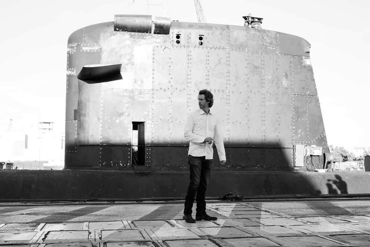 « Ce qui est le plus frappant dans un sous-marin, c'est la promiscuité, vous êtes enfermé avec 70 personnes dans une boîte, forcément ça crée une sorte de pression », confie le réalisateur Antonin Baudry.