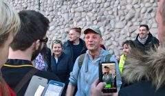 Fabrice Gallant accueilli par ses amis en sortant de l'hôtel de police de Nancy (DR)