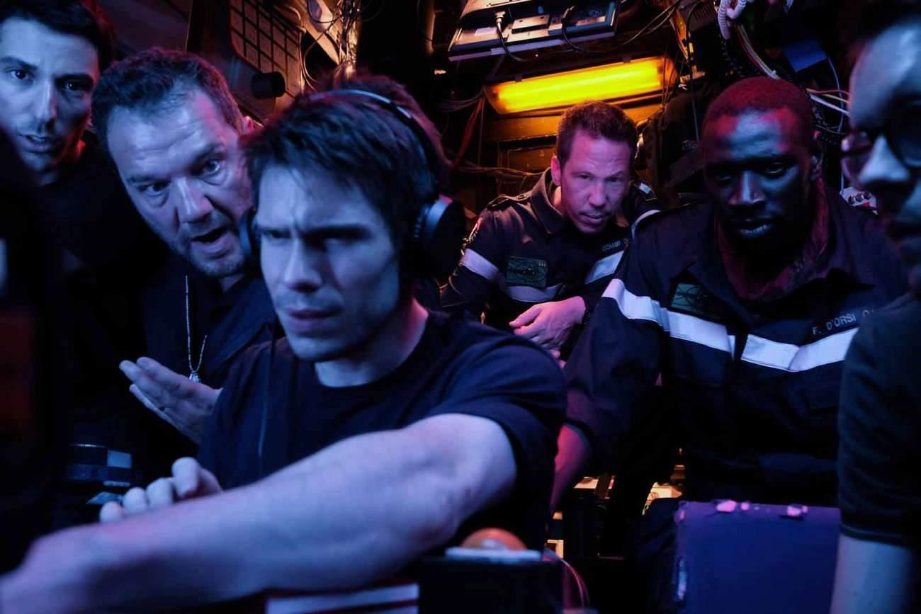 Avec ce film spectaculaire, Antonin Baudry plonge le public dans le huis-clos d'un sous-marin nucléaire, où l'analyste « oreille d'or » est chargé d'écouter la mer.