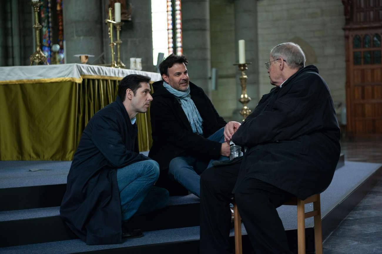 « La communauté catholique est très heureuse que ce film existe, ça entache tout le monde », estime le réalisateur François Ozon (au centre), ici avec Melvil Poupaud et Bernard Verley, qui incarne le père Preynat.