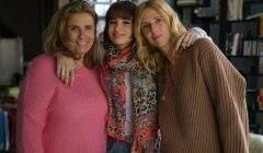 La jeune actrice Thaïs Alessandrin (au centre) avec ses « deux » mères sur le tournage : la vraie, Lisa Azuelos, et celle de cinéma, Sandrine Kiberlain.