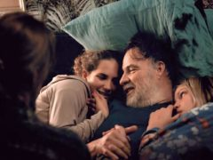 « C'est ça l'amour » est un film bourré d'humanité, l'histoire d'un père attentionné qui se démène pour élever ses deux filles au mieux.