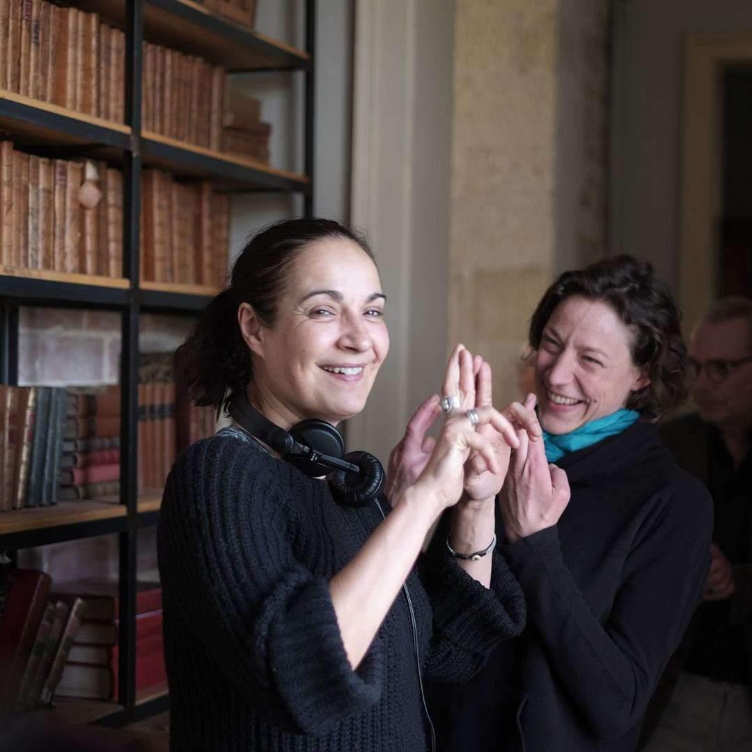 La réalisatrice Fabienne Godet et Julie Moulier, actrice et co-scénariste, ont fait travailler les comédiens comme une troupe de théâtre.