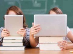 Forme, couverture du livre, odeur, nombre et épaisseur des pages aident notre cerveau à intégrer les informations qui lui parviennent. Shutterstock