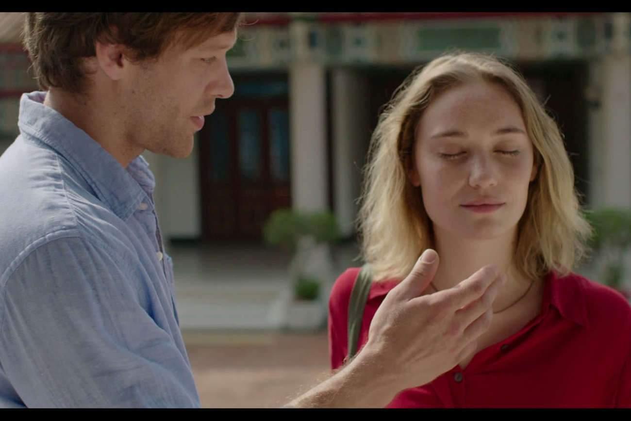 C'est à Taïwan que se rencontrent Olivier et Maria (joués par Paul Hamy et Déborah François) : ils tombent amoureux, elle tombe enceinte, il tombe malade.