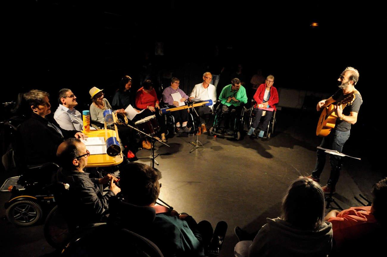 Chant et danse au programme du spectacle (Photo b.prudhommes)