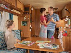 Tout le monde n'a pas la chance d'avoir des parents comme les Chamodot, qui vivent dans un caravane et teignent leur fils en blond.