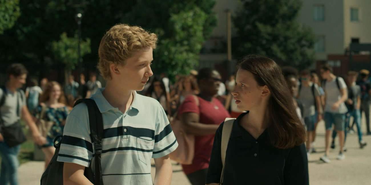 Emile, joué par le jeune Hélie Thonnat, est un gamin de 14 ans, timide, délicat, surdoué en maths, et qui craque pour la jolie Pauline aux yeux bleus (Luna Lou).